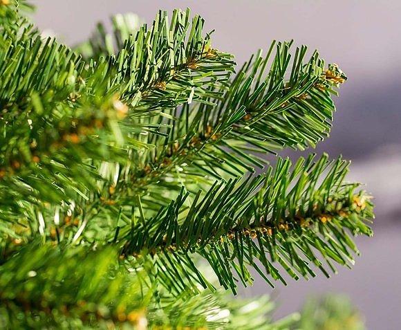 Искусственная елка изготовлена из PVC